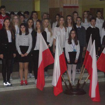"""Patriotyczne śpiewanie w """"Baczyńskim"""""""