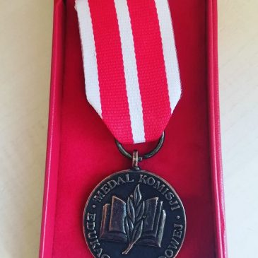Medale Komisji Edukacji Narodowej dla nauczycieli Baczyńskiego.