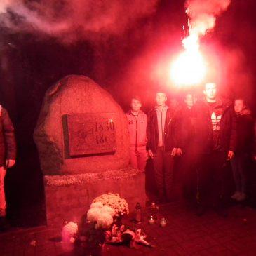 Noc w Baczyńskim – Złożenie kwiatów i wspólne ognisko – fotorelacja cz. 2.